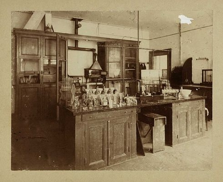 Historical laboratory Van 't Hoff at Groenburgwal
